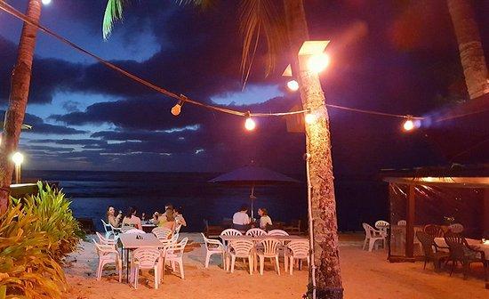 Arorangi, หมู่เกาะคุก: A little after dark...