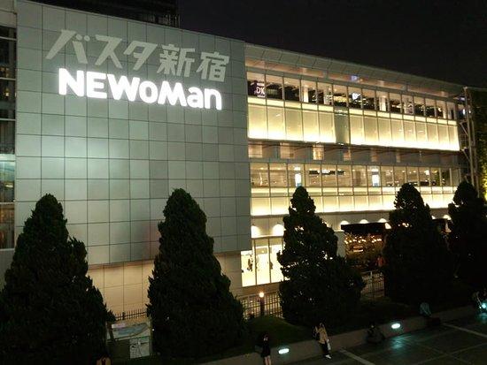 新宿のお土産屋さん12選 夜遅くまで開いている店舗も紹介