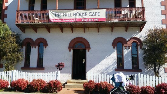 Queanbeyan, Australia: love sundays at the millhouse
