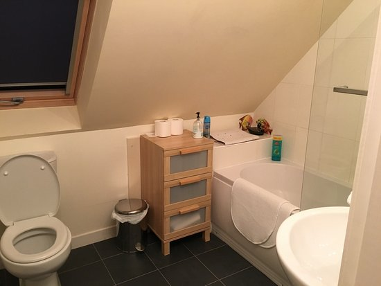 Killearn, UK: Clean and modern bathroom.