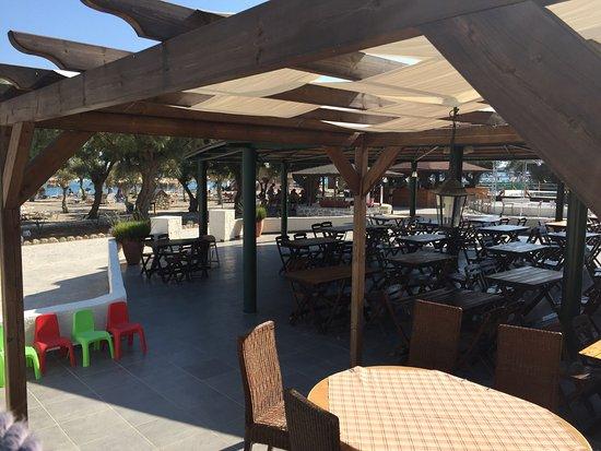 Hotel Sun Beach Lindos: Tengerparti szálloda, roppant egyszerű konyhával ( naponta azonos választék: bab, lencse, fokhag