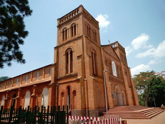 Notre-Dame of Bangui Cathedral: 真横から
