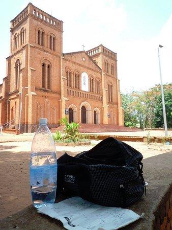 Notre-Dame of Bangui Cathedral: お水は要持参。暑いので