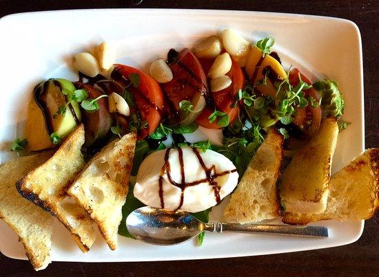 San Mateo, Καλιφόρνια: Burrata cheese and heirloom tomatoes