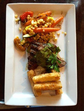 San Mateo, Καλιφόρνια: Flatiron steak with slightly spicy chimichurri sauce