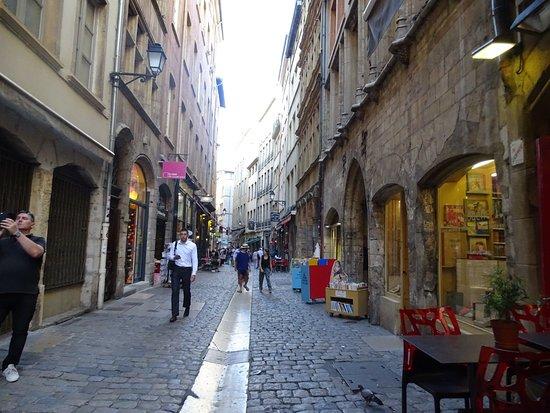 Saint Paul : Location:décor du film L'horloger de St.Paul (Noiret)