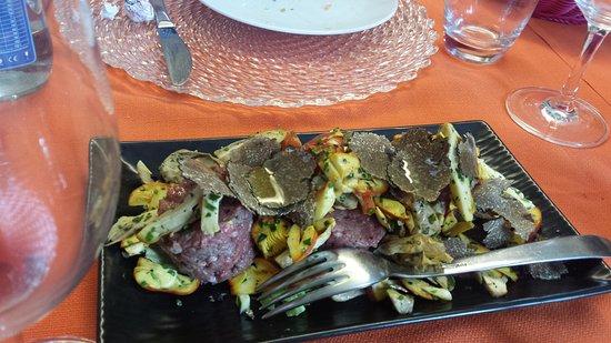 Province of Vercelli, Italy: Battuta con insalata di ovoli e tartufo nero