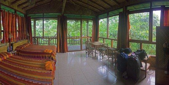 San Jorge de Milpe Eco-Lodge Orchid & Bird Reserve: Huge rooms
