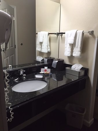 Dinuba, Kalifornia: Sink in room