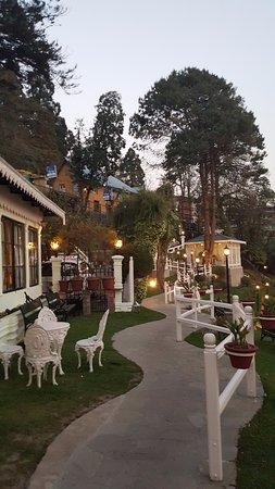 The Elgin, Darjeeling: Walk to Reception.