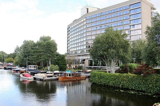 Hilton Amsterdam: Beautiful, clean, well located, very convenient, quiet.