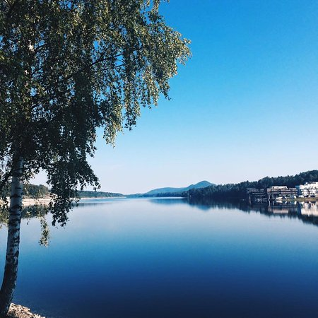 Eidsvoll Municipality, Norway: The walk between Eidsvoll train station and the town, across the bridge.