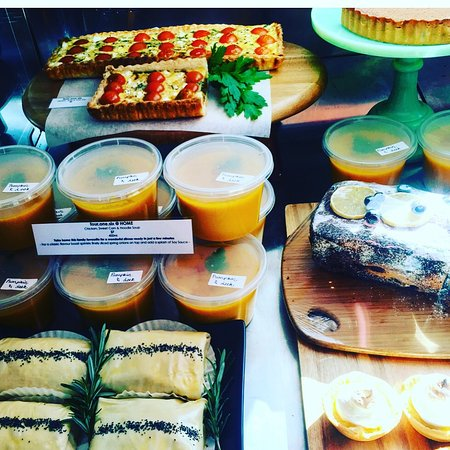 Karuah, Αυστραλία: Beautiful rustic meals, lovely cakes and muffins, take home items ready for you to finish in the