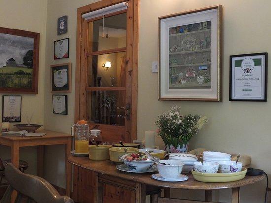 Gormagh B&B: Buffet céréales dans la salle du petit-déjeuner