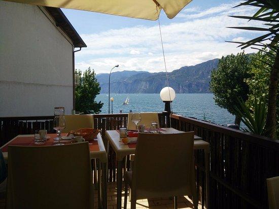 Locanda Navene: Vista lago dall'intimo terrazzino al primo piano