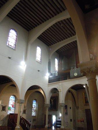 Villemomble, Francia: L'architecture vers les orgues
