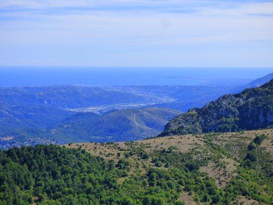 Utelle, France: Vallée du Var et la mer
