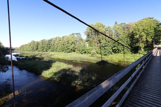 Pärnumaa, Estland: Vue du pont sur la rivière environnante