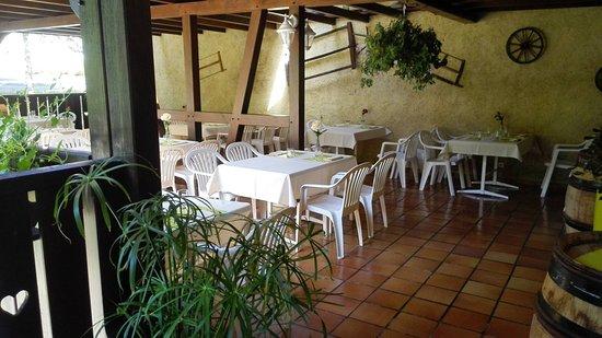 Rimbach-pres-Guebwiller, Francia: Une terrasse ombragée