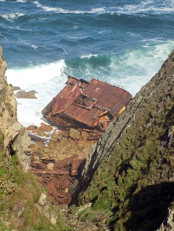 Sennen, UK: Wreck visible from the coastal path