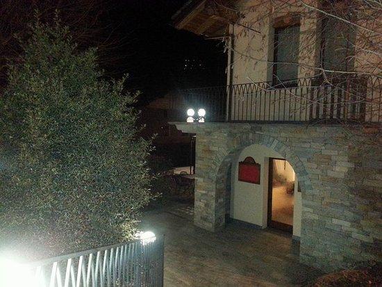 Saint-Marcel, Italia: l'entrata del bar