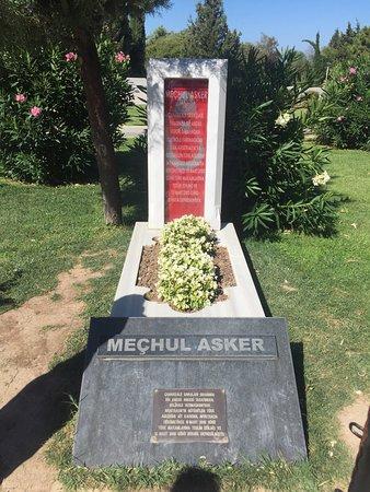Çanakkale Şehitleri Anıtı - Picture of Canakkale Sehitleri ...