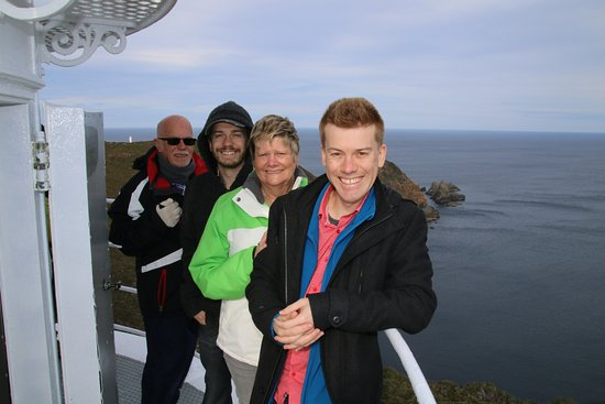 Île Bruny, Australie : Family photo from the top of the lighthouse. Thanks Matt!
