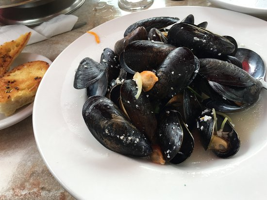 Southampton, Canada: The Walker House - Mussels with Garlic/White Wine Sauce