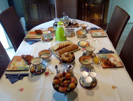 Saint-Avit-Senieur, Francia: Petit déjeuner dans la salle-à-manger