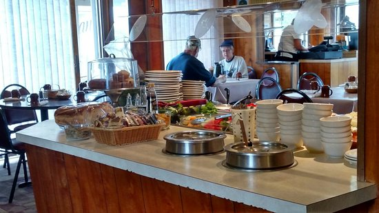 Trout Lake, MI: McGowan's Family Restaurant & Motel