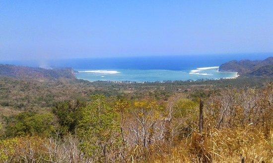Tarimbang  Beach: Pantai Tarimbang dari atas bukit