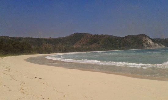 Tarimbang, إندونيسيا: Pasir putih pantai tarimbang