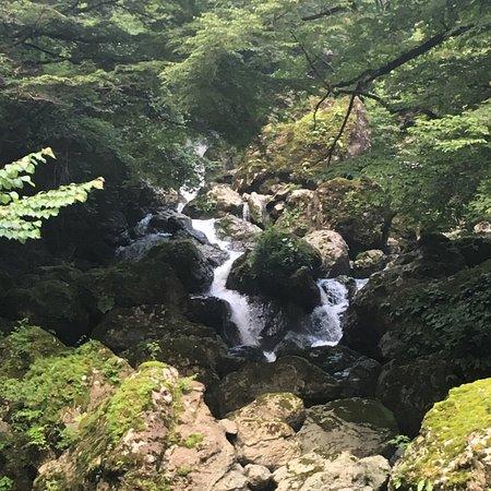Shiiba-son, Jepang: 滝の上部は、ヘアピンを登っていくと、まだ続いていた