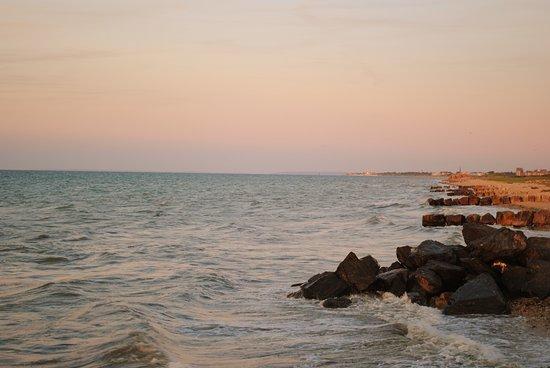 Ver-sur-Mer, França: beach at sunset