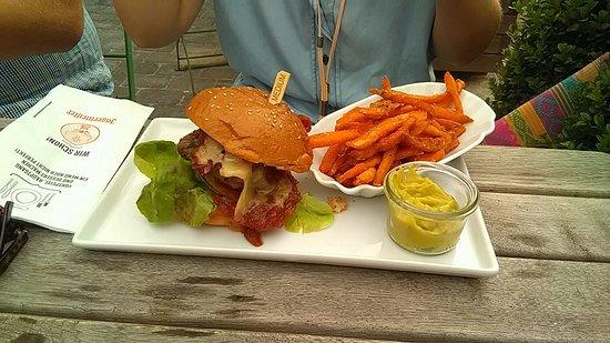 Asendorf, Deutschland: B.O. Beats & Burger