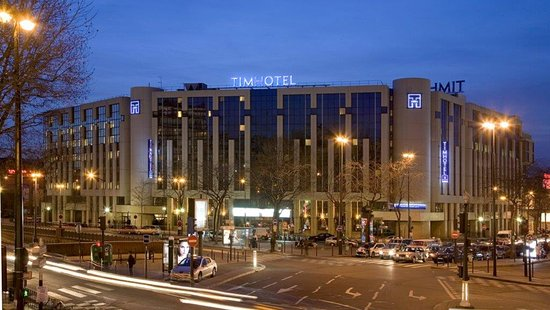 โรงแรมกอมปานีล์ ปารีส เบอร์ธิเยร์