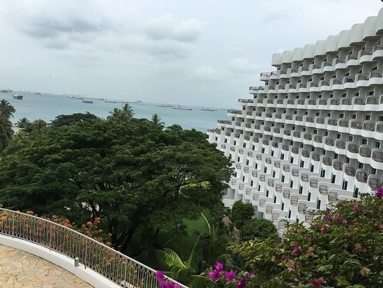 Shangri-la's Rasa Sentosa Resort Restaurants: 海景美