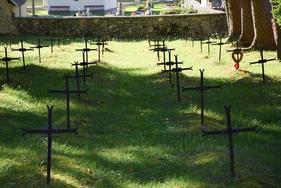 """Log pod Mangartom, Eslovenia: """"Upper"""" side of the cemetery."""