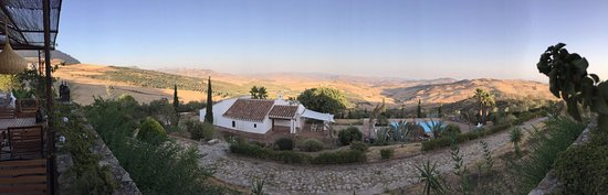 Villanueva de la Concepcion, Spania: Panoramic view from terrace over pool and poolhouse