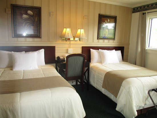 Amherst, VA: Two Double Beds