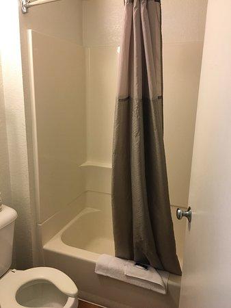 Motel 6 Thousand Oaks, CA: Alles bestens! Sind nur eine Nacht dort gewesen, aber alle sehr nett Indias Zimmer sauber und mo