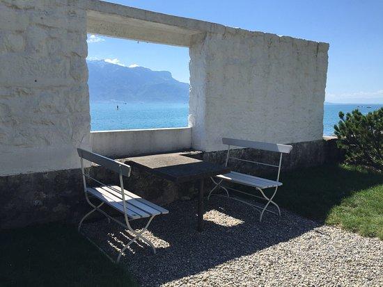 Hall D Entree Et Salon Avec Fenetre Bandeau Sur Le Lac Picture Of