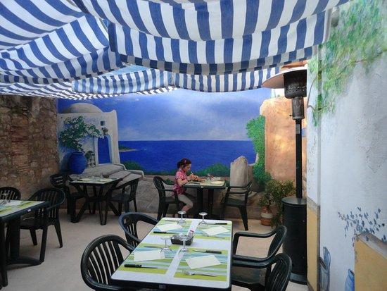 Villebois-Lavalette, Prancis: Terrasse intérieure