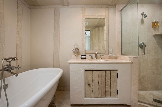 Monte Verde Inn: Family Suite Bathroom