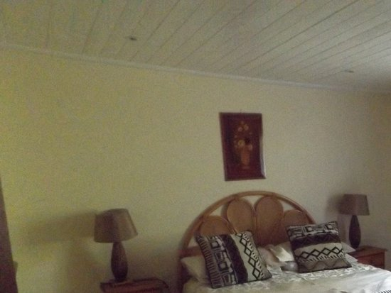 Masescha Country Estate: Second double bedroom Birdsong