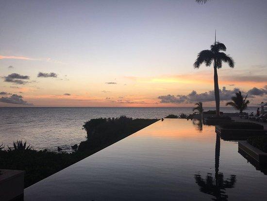 West End Village, แองกวิลลา: Sunset Lounge at Viceroy Anguilla