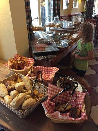 Hotel de Emauspoort: The yummy free breakfast