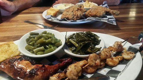 One Hot Mama's American Grille: Grilled chicken and shrimp..