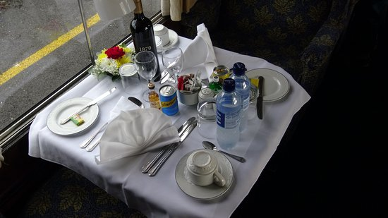 UK Railtours - Day Tours: Table set for diinner