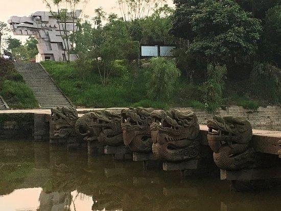Lu County, China: 龙脑桥